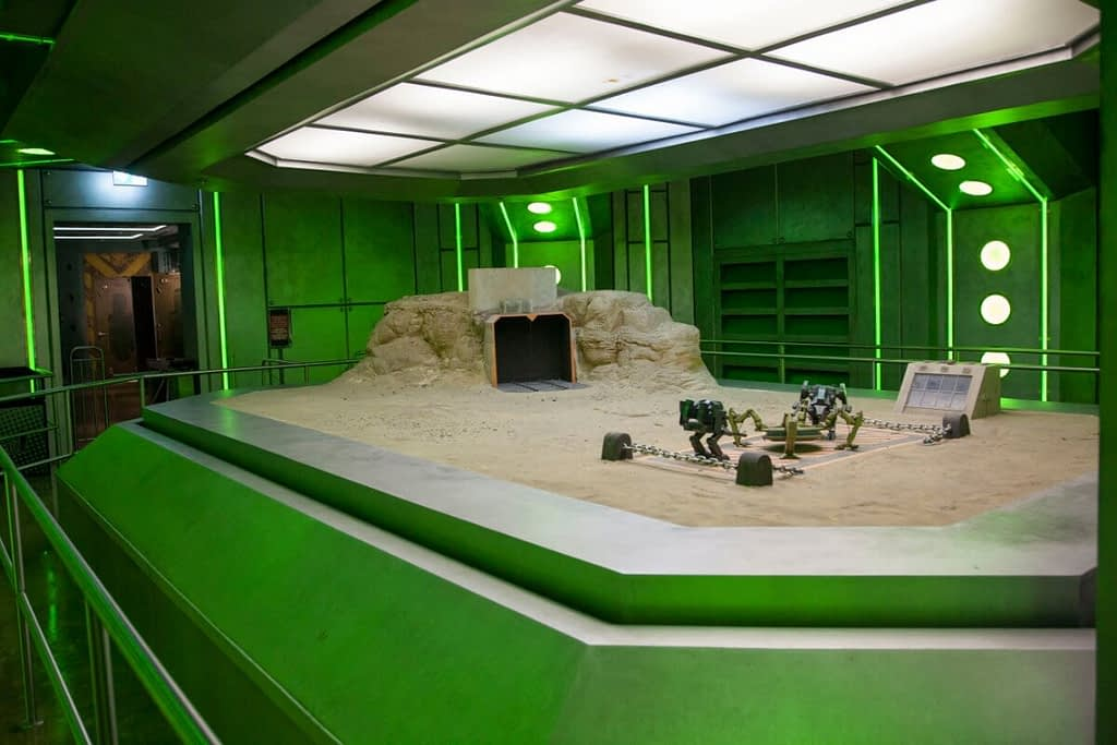 Hulk Epsilon Base 3D attraction queue